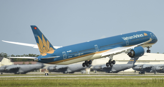 Boeing delivers 1st Dreamliner to Vietnam Airlines
