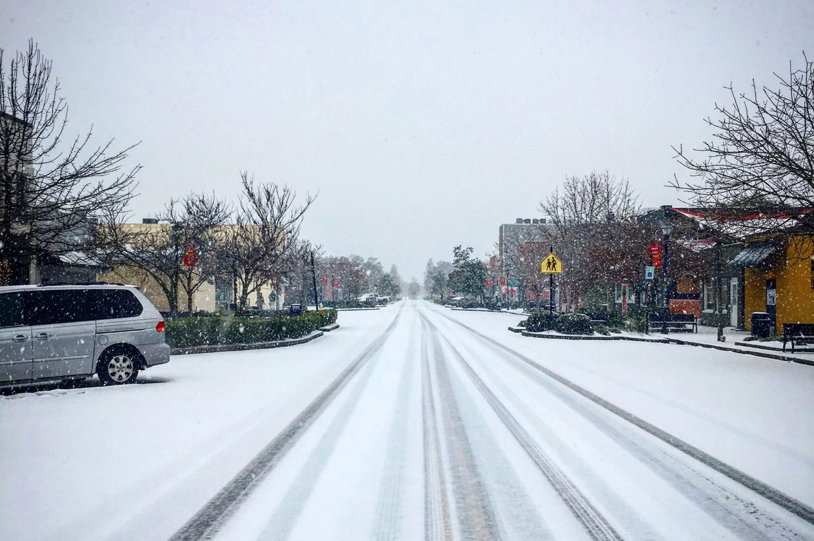 Most businesses in Park Circle were closed as snow and ice accumulated on East Montague Avenue in North Charleston. (Photo/Laura Cannon)