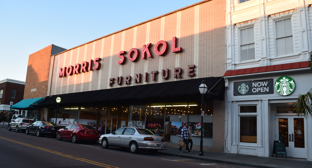Attirant Store Owner Joe Sokol Closed The 94 Year Old Morris Sokol Furniture Store At